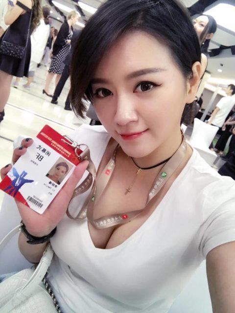 【素人エロ】台湾のOLさん、服を着ててもエッチすぎないか?wwwwww・2枚目