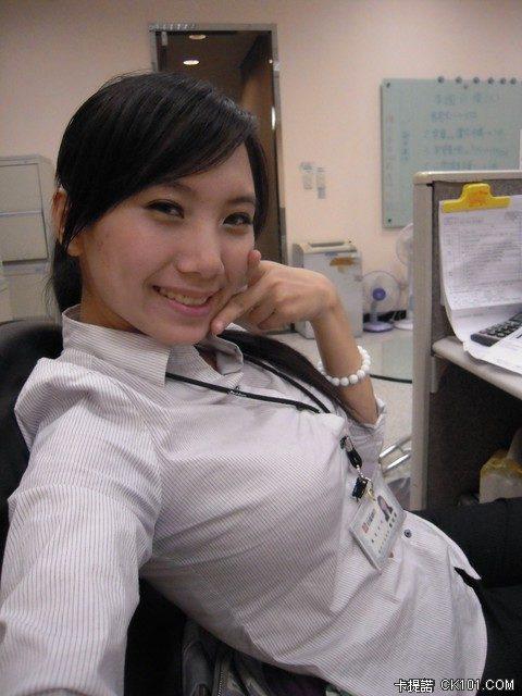 【素人エロ】台湾のOLさん、服を着ててもエッチすぎないか?wwwwww・3枚目