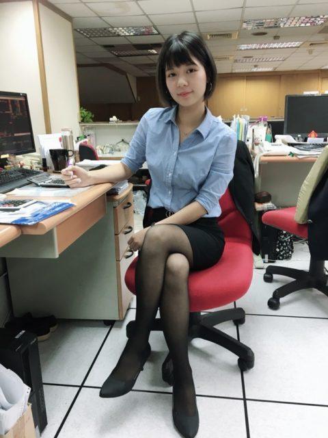 【素人エロ】台湾のOLさん、服を着ててもエッチすぎないか?wwwwww・5枚目