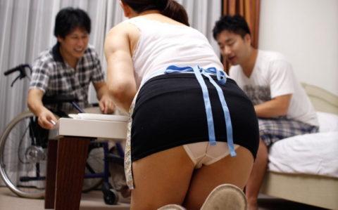 【家庭内】家事をこなす奥様が夫に撮影されたモロパン一番エロくない?wwwww・7枚目