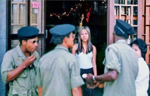 ベトナムの売春婦。。軍御用達らしいけど明らかに若すぎる・・・(エロ画像)・11枚目