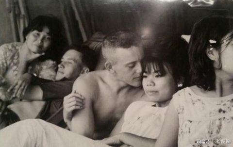 ベトナムの売春婦。。軍御用達らしいけど明らかに若すぎる・・・(エロ画像)・13枚目