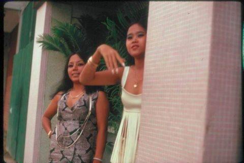 ベトナムの売春婦。。軍御用達らしいけど明らかに若すぎる・・・(エロ画像)・15枚目