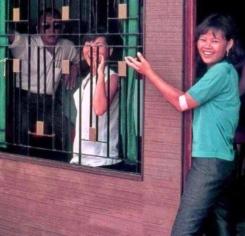 ベトナムの売春婦。。軍御用達らしいけど明らかに若すぎる・・・(エロ画像)・17枚目