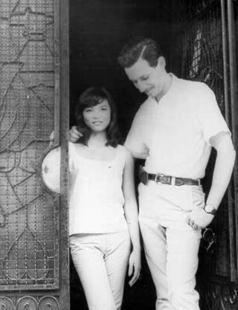 ベトナムの売春婦。。軍御用達らしいけど明らかに若すぎる・・・(エロ画像)・20枚目