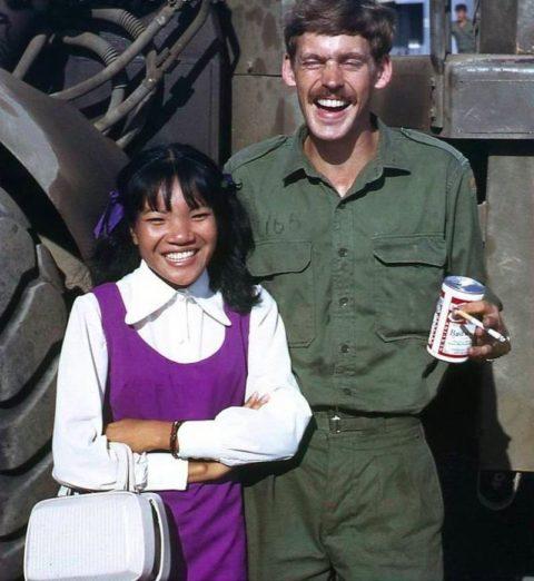 ベトナムの売春婦。。軍御用達らしいけど明らかに若すぎる・・・(エロ画像)・21枚目