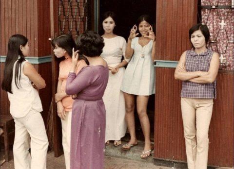 ベトナムの売春婦。。軍御用達らしいけど明らかに若すぎる・・・(エロ画像)・22枚目