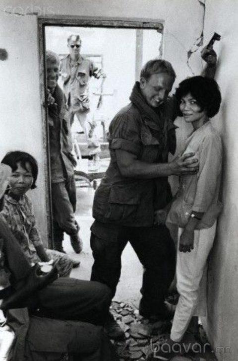 ベトナムの売春婦。。軍御用達らしいけど明らかに若すぎる・・・(エロ画像)・24枚目