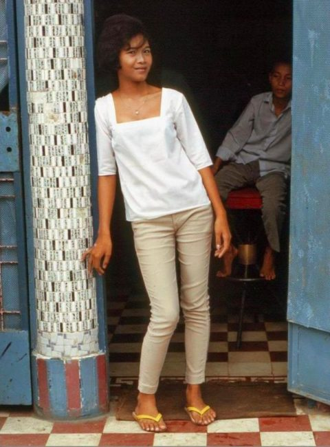 ベトナムの売春婦。。軍御用達らしいけど明らかに若すぎる・・・(エロ画像)・25枚目