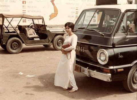 ベトナムの売春婦。。軍御用達らしいけど明らかに若すぎる・・・(エロ画像)・26枚目