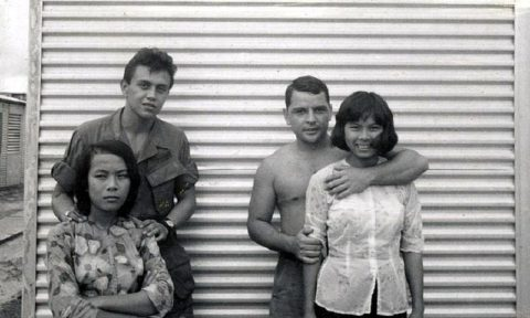 ベトナムの売春婦。。軍御用達らしいけど明らかに若すぎる・・・(エロ画像)・28枚目