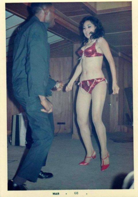 ベトナムの売春婦。。軍御用達らしいけど明らかに若すぎる・・・(エロ画像)・32枚目