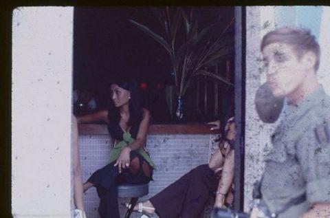 ベトナムの売春婦。。軍御用達らしいけど明らかに若すぎる・・・(エロ画像)・34枚目