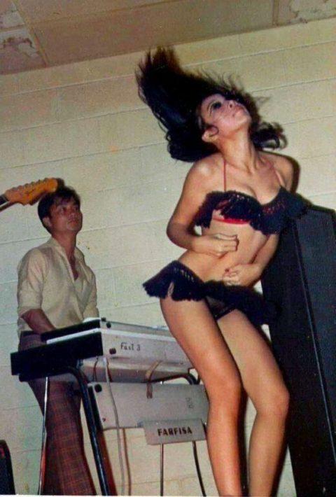 ベトナムの売春婦。。軍御用達らしいけど明らかに若すぎる・・・(エロ画像)・39枚目