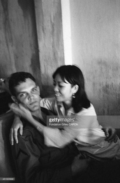ベトナムの売春婦。。軍御用達らしいけど明らかに若すぎる・・・(エロ画像)・4枚目