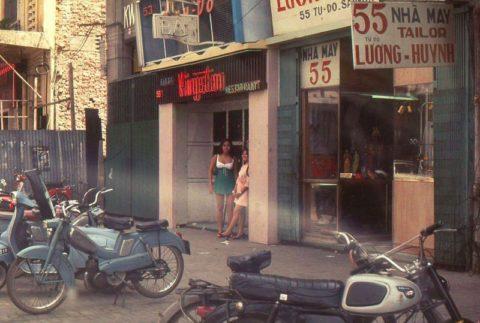 ベトナムの売春婦。。軍御用達らしいけど明らかに若すぎる・・・(エロ画像)・41枚目