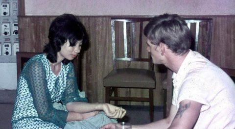 ベトナムの売春婦。。軍御用達らしいけど明らかに若すぎる・・・(エロ画像)・42枚目