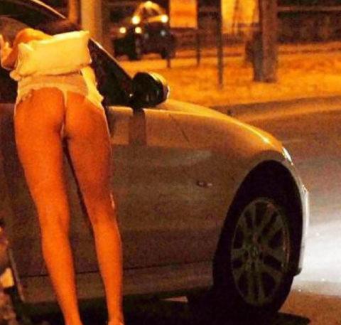 【売春婦】日本ではありえない女の誘い方がこちら。これは引っかかるわwwwww・3枚目