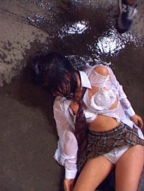 レイプされた女さんガチで道端にポイッとされてる・・・・・(画像あり)・5枚目
