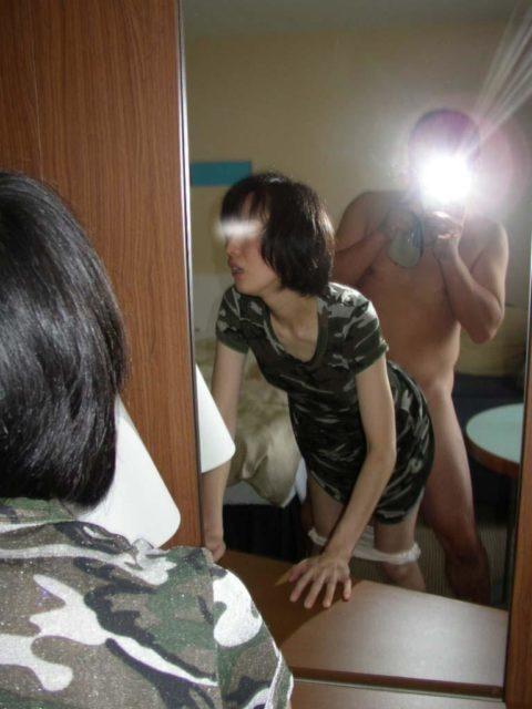 【素人エロ】ラブホの鏡で撮影した素人女子のエロ画像まとめ(26枚)・5枚目
