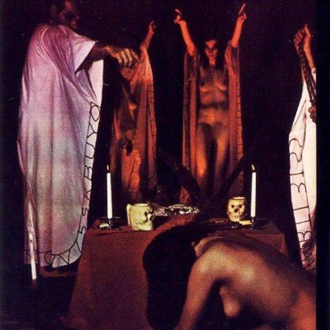 【エロ画像】古の生贄儀式を行った結果。全裸の必要あるんか?wwwww・7枚目