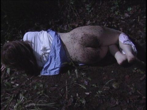 レイプされた女さんガチで道端にポイッとされてる・・・・・(画像あり)・7枚目