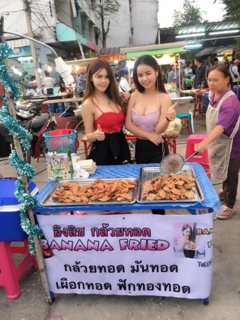 【おっぱい】台湾の屋台店員さん、品物より身体で集客するwwwwww・8枚目