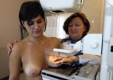 身体測定(海外版)の光景。。医者「こういう検査ですよぉ」って感じがヤバイwwwww・8枚目