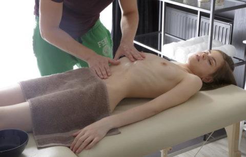 【エロ画像】全裸必須の本場のマッサージ。もう勃起しかしないwwwwwww・9枚目