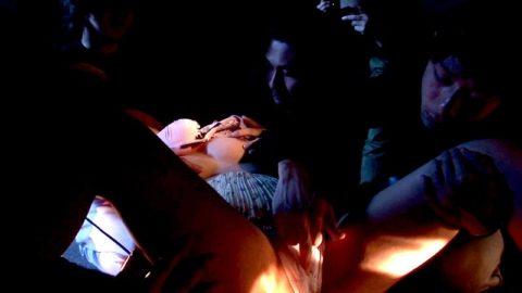 【レイプ…】集団で強姦する胸糞悪いエロ画像。。これガチのやつなん??・20枚目