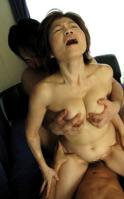 【熟女セックス】色々垂れ下がったBBAのガチハメエロ画像集。。(159枚)・92枚目