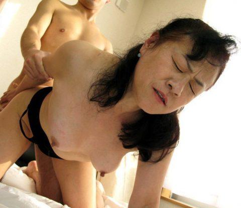 【熟女セックス】色々垂れ下がったBBAのガチハメエロ画像集。。(159枚)・112枚目
