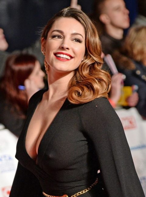 ハリウッド女優のおっぱいボッローンしたエロハプニング…丸出しやん。。(エロ画像)・15枚目