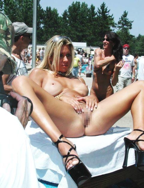 【エロ画像】海外の「全裸ミスコン」とかいうガチ天国なイベントwwwwww・16枚目