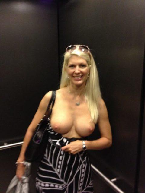 【露出狂】エレベータに乗る時にコイツいたらどうする??wwwwww(エロ画像)・16枚目