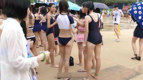 【コスプレ】中国で開催された一般プールでの撮影会。エロすぎて草wwwwww・18枚目