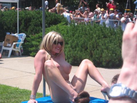 【エロ画像】海外の「全裸ミスコン」とかいうガチ天国なイベントwwwwww・19枚目