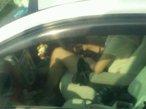 【盗撮】トラックの運転手さん、暇つぶしにヤバいものを撮影するwwwwww・2枚目