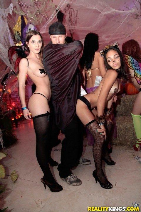 【エロ画像】本場のハロウィンパーティー、子供には刺激がやばいwwwwww・19枚目