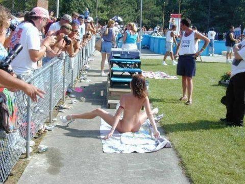 【エロ画像】海外の「全裸ミスコン」とかいうガチ天国なイベントwwwwww・21枚目