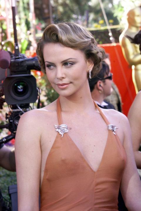 ハリウッド女優のおっぱいボッローンしたエロハプニング…丸出しやん。。(エロ画像)・27枚目