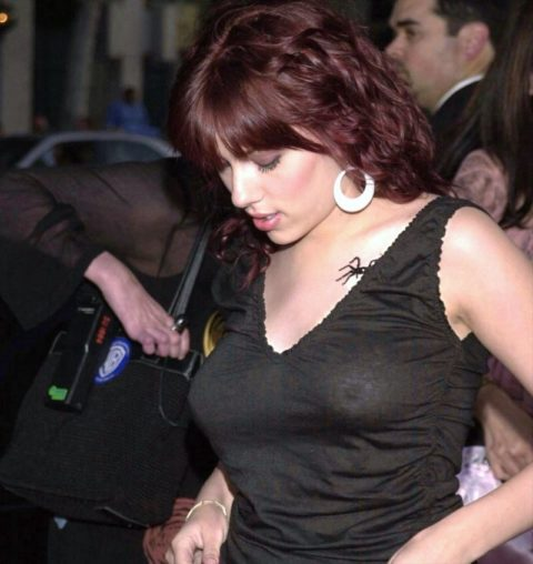 ハリウッド女優のおっぱいボッローンしたエロハプニング…丸出しやん。。(エロ画像)・3枚目