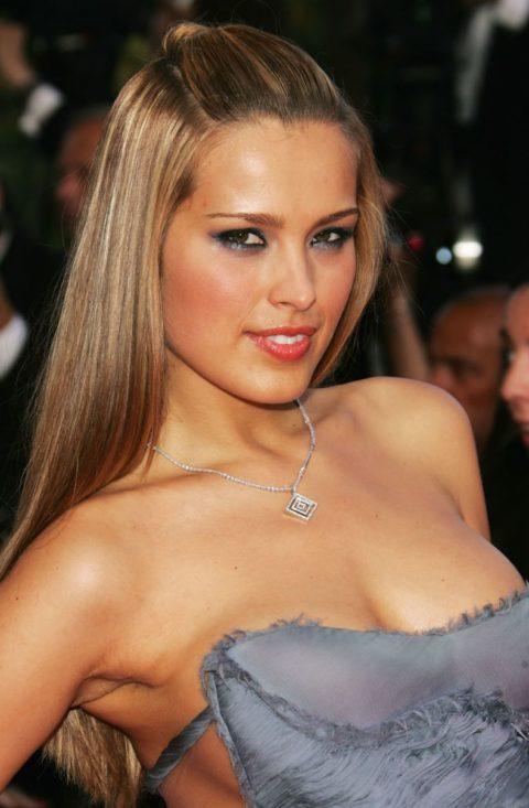 ハリウッド女優のおっぱいボッローンしたエロハプニング…丸出しやん。。(エロ画像)・30枚目