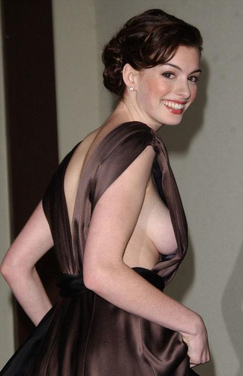 ハリウッド女優のおっぱいボッローンしたエロハプニング…丸出しやん。。(エロ画像)・33枚目