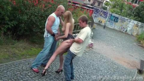 【売春婦】海外で20ユーロでヤレる女たち。ただ路上ですよwwwww・1枚目