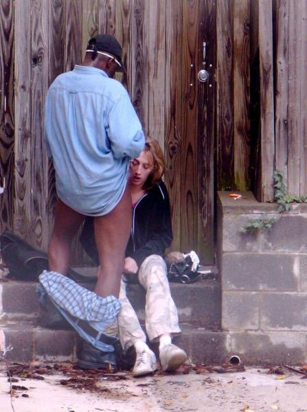 【売春婦】海外で20ユーロでヤレる女たち。ただ路上ですよwwwww・19枚目