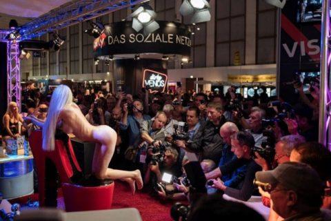 【エロ画像】ドイツの「Venus Berlin」とかいうイベントがエロエロやったwwwww・25枚目