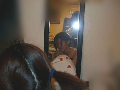 【素人エロ】ラブホの鏡で撮影した素人女子のエロ画像まとめ(56枚)・26枚目