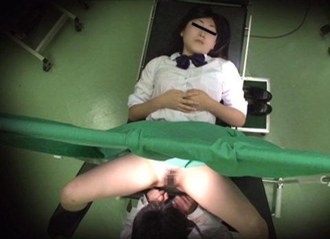 【エロ画像】思いっきり「手マン」してる産婦人科の診察がこちらwwwwww・1枚目