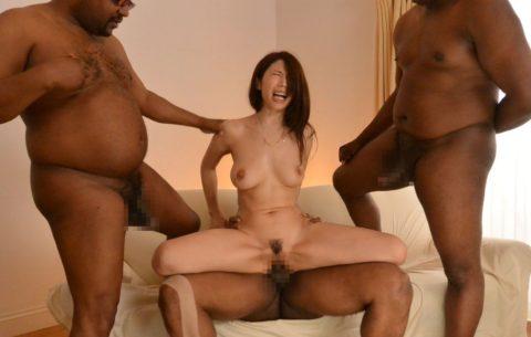 黒人チンポさん、日本人女の子を複数人で犯してしまう・・・(画像あり)・1枚目